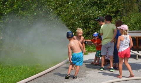Ferienspiel: Blaulichttag bei Feuerwehr und Polizei