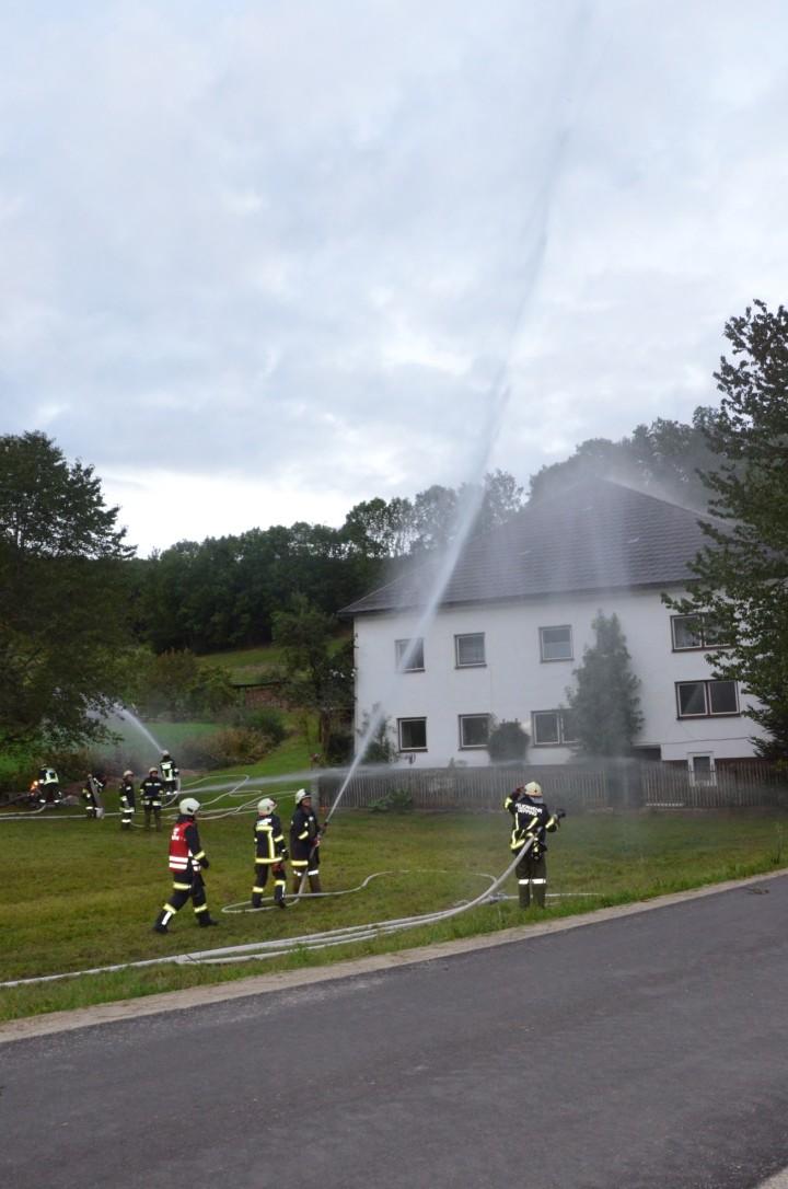 Brand landwirtschaftliches Gebäude bei Herbstübung